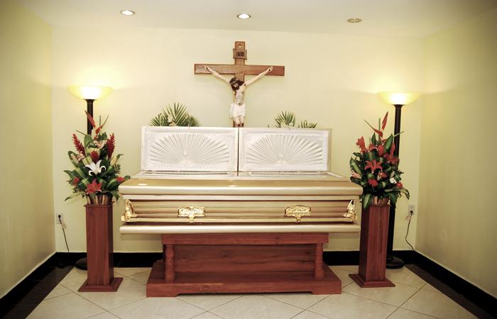 Servicios funeraria la sagrada familia respeto apoyo y for Capillas de velacion jardin de los pinos